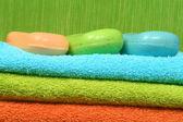 Tvål och handdukar — Stockfoto