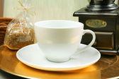 Smerigliatrice e tazza di caffè — Foto Stock