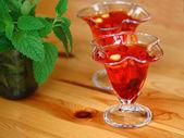 Rojo gelatina con frutas — Foto de Stock