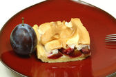 Pedazo de pastel de ciruela — Foto de Stock