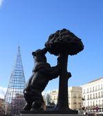 Urso e o medronheiro em madrid — Foto Stock