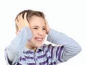 üzgün çocuk, elleri başının beyaz izole arkasına holding — Stok fotoğraf