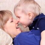 familjeporträtt av mor och son — Stockfoto