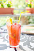 Strawberry and lemon cocktail — Stock Photo
