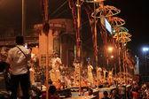 Sagrada cerimônia hindu em varanasi — Fotografia Stock