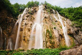 Waterfall in forest with slow shutter motion at plitvice — Stock Photo