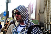 Middle age traveling man wearing hood — Stockfoto