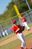 Little league pitcher looking at third — Stock fotografie