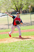 Teen baseball pitcher — Stock Photo