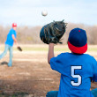 Two boys playing baseball at the park — Stock Photo