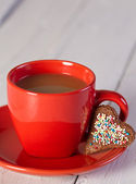 Heart shaped cookie and coffee cup — Stock Photo