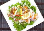 Gestoomde vis in citroensaus — Stockfoto