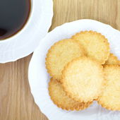 Cookies and black coffee — Stock Photo