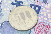 500 Japanese yen coin — Stock Photo