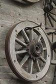 Stare drewniane koła — Zdjęcie stockowe