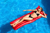 Bronzed. Beauty Brunette Sunbathing in the Pool — Stock Photo