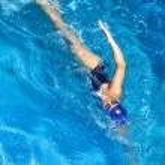 simning. Freestyle kvinna — Stockfoto