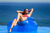 Fashionable Girl Relaxing in the Pool. Summer Vacation — Stock Photo