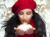 Boże Narodzenie dziewczyna przelotne opady śniegu — Zdjęcie stockowe