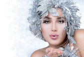 Fashionable woman portrait with Silver Stylism. Vogue style mode — Stock Photo