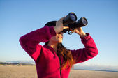 Ecologist Woman Watching the Environment with Binoculars — Stock Photo