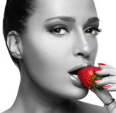 Beautiful Young Woman Eating Strawberry — Stock Photo