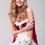 όμορφα ευτυχισμένη γυναίκα με ρούχα του Αϊ-Βασίλη — Φωτογραφία Αρχείου #22191007