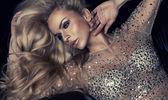 Retrato da moda da mulher loira bonita — Fotografia Stock