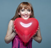 Giorno di san valentino. donna con cuore san valentino — Foto Stock