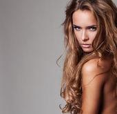 Vogue stilini güzel narin kadın portresi — Stok fotoğraf