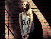 ファッションのブロンドの女性 — ストック写真