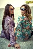 Women wearing sunglasses — Stock Photo