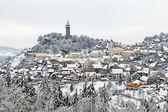 Hiver dans la ville historique avec les tours de garde - stramberk — Photo
