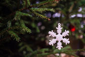 Giocattoli di natale come un fiocco di neve — Foto Stock