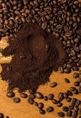 Coffee beans over wooden surface — Stockfoto