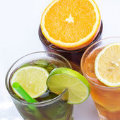 Cocktails with different citrus fruits — Stockfoto