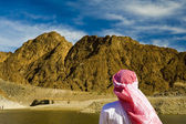 Arab watching the mountains — Stock Photo