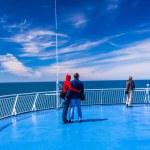 Three people on a sun deck — Stock Photo