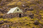 Small mountain shelter on Iceland — Stock Photo