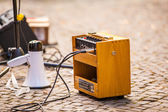 Wooden amplifier and a megaphone — Stock fotografie