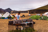 Teenager at a camping site on Iceland — Stock Photo