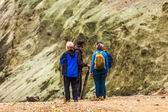 Cztery osoby stać i porozmawiać w islandii — Zdjęcie stockowe
