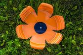 Fiore di plastica arancione — Foto Stock