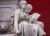 Statues at Gendarmenmarkt — Stockfoto