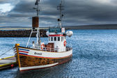 Fishing boat and trawler in a harbor — Stockfoto