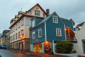 Brightly lit building on a street in Reykjavik — Stock Photo