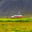 Farmhouse in a lush green Icelandic landscape — Stock Photo