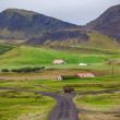 Road leading to a rural farm in Iceland — Stock fotografie