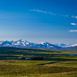 Farms in Iceland below snow-capped mountains — Stockfoto