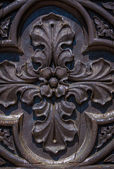Wood carving on a door — Photo